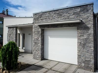 design garážových vrat hladký (bílá barva)